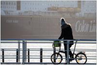 Schiffegucken an der Kiellinie mit Fahrrad © 2019 Sabine Lommatzsch
