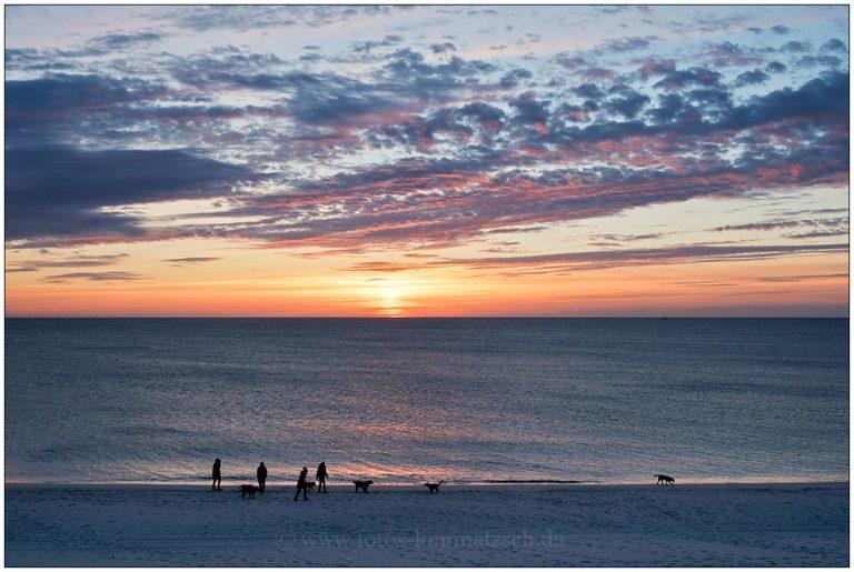 Abendspaziergang am Strand bei Sonnenuntergang © 2017 Sabine Lommatzsch