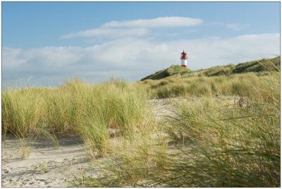 Strand am Sylter Ellenbogen mit Leuchtturm List © 2010 Sabine Lommatzsch