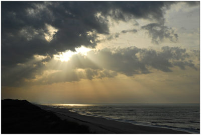 Sonne durchbricht Wolken an der Nordsee vor Sylt © 2006 Sabine Lommatzsch